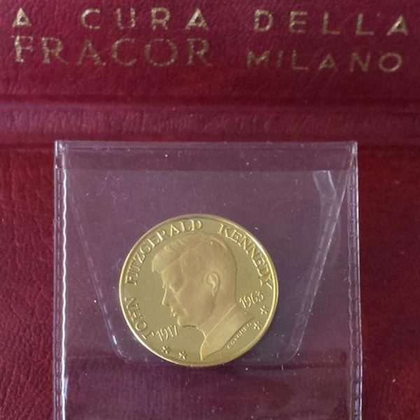 Medaglia in oro 900 con certificato di garanzia
