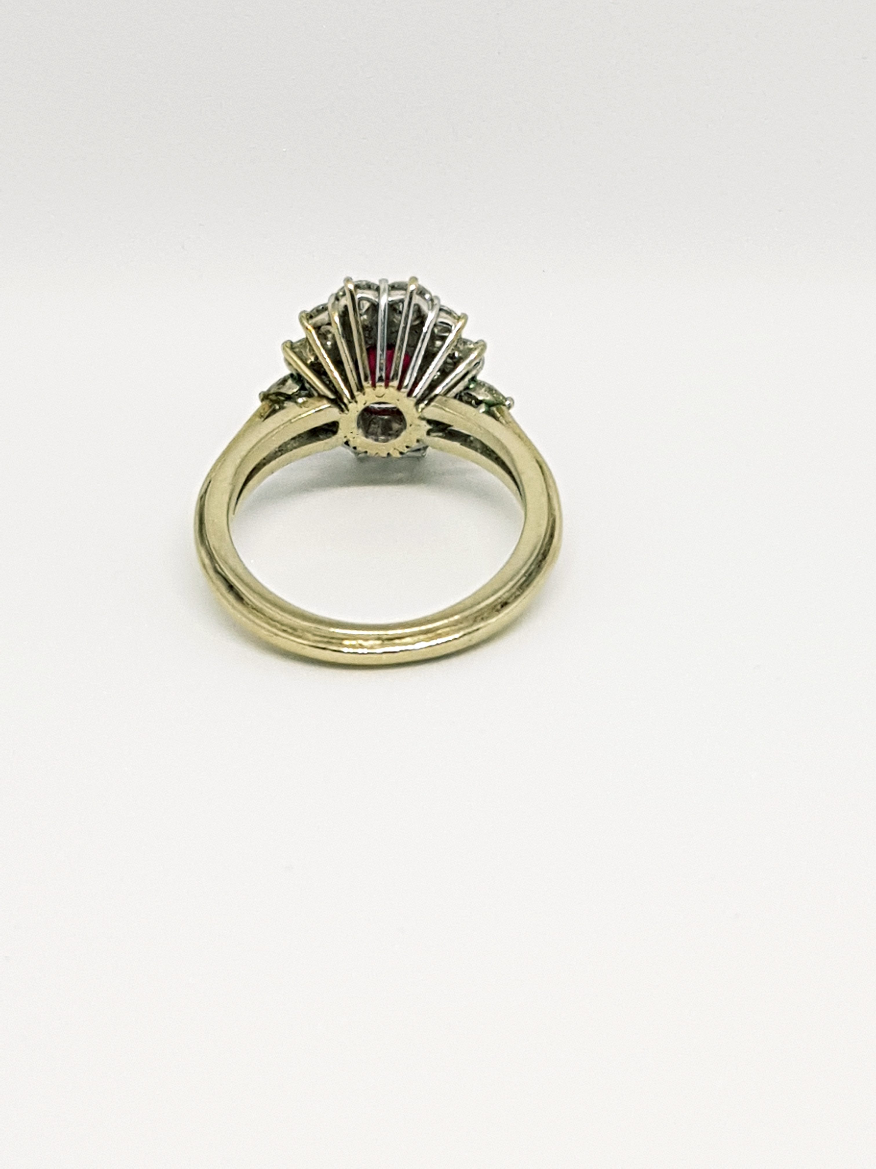 Anello con diamanti e rubino (3)