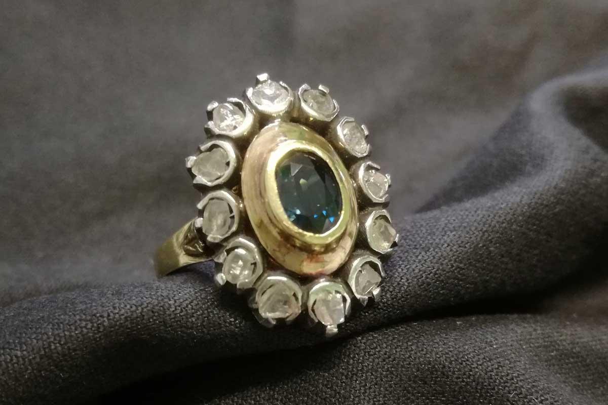 metà fuori offrire sconti posto migliore anello in oro con rosette di diamante e zaffiro in vendita ...